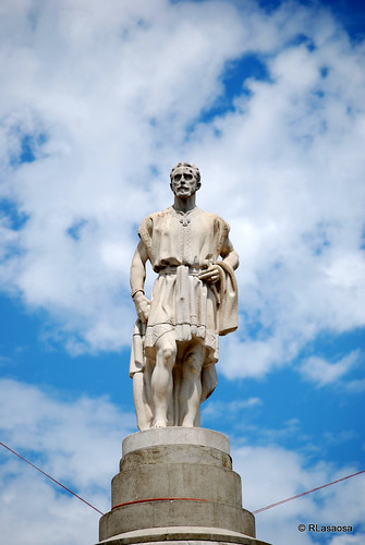 Pamplona - Monumento a Julián Gayarre by Rufino Lasaosa
