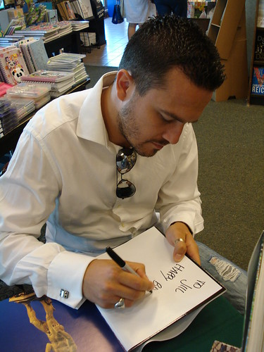 Fabio Viviani signing my book by santa barbarian