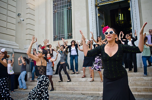 Flashmob de flamenco en un banco