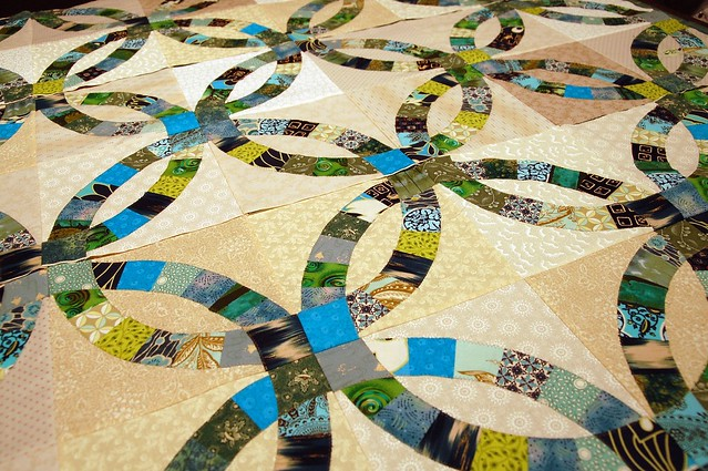 Our version of the Double Wedding Ring Quilt uses machine applique to make
