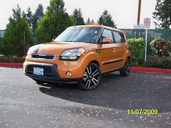 automobile, automotive exterior, vehicle, compact sport utility vehicle, kia soul, land vehicle, kia motors, hatchback,