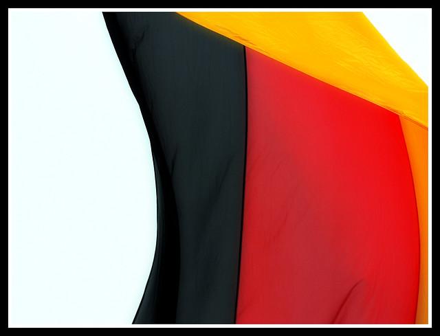 Schwarz die Zukunft, Rot die Gegenwart, Golden die Vergangenheit : Flickr - Photo Sharing!