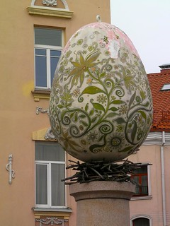 Image of  Angel of Užupis. statue egg statuary lithuania vilnius lietuva užupis osm:node=1282599858
