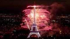 Feu d'artifice du 14 juillet 2009 sur le site de la Tour Eiffel à Paris vu de la Tour Montparnasse - Fireworks on Eiffel Tower