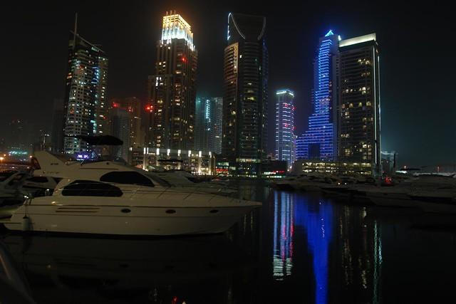 Edificios y Yates en Dubai Marina