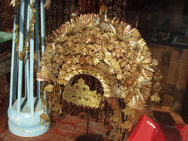 200907190493_traditional-headdress