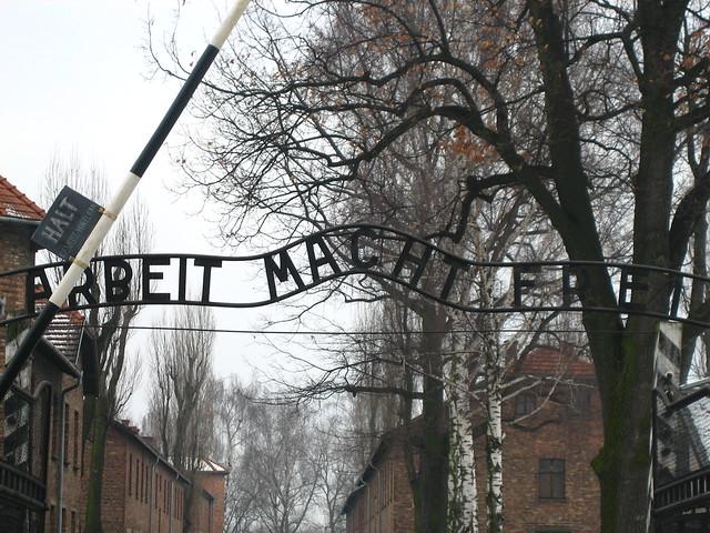 Entrada a Auswitch - Auschwitz from Flickr via Wylio