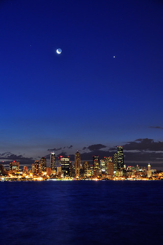 seattle moon night sunrise nikon downtown waterfront crescent moonrise pugetsound elliottbay davidhogan d5000