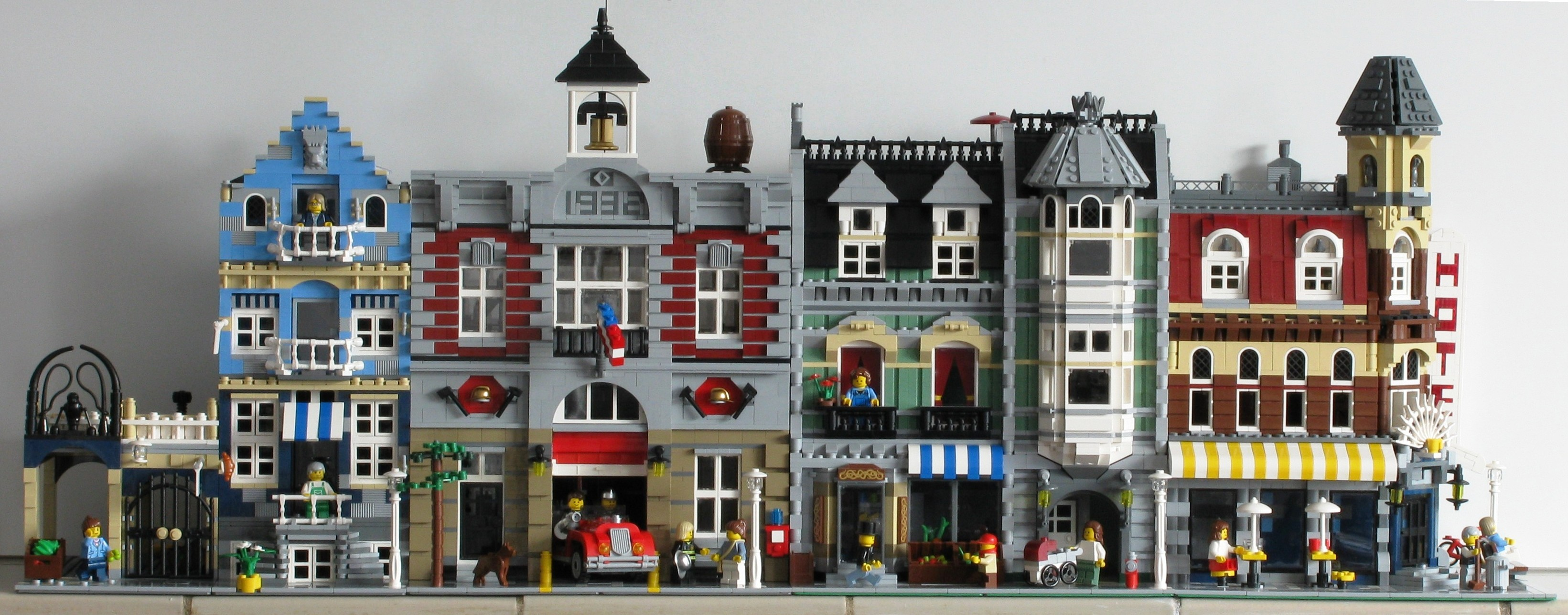 Lego modular houses flickr photo sharing - Comment faire une ville lego city ...