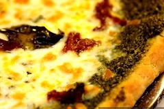 pesto pizza macro    MG 7558