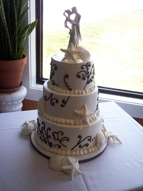Red Velvet Wedding Cake Vanilla Buttercream Black White Cake