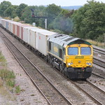 66573 with a uniform train of flat mounted boxes - and a smatterring of intermodals - (aka 4M61) approaches Didcot 18 Aug 2009
