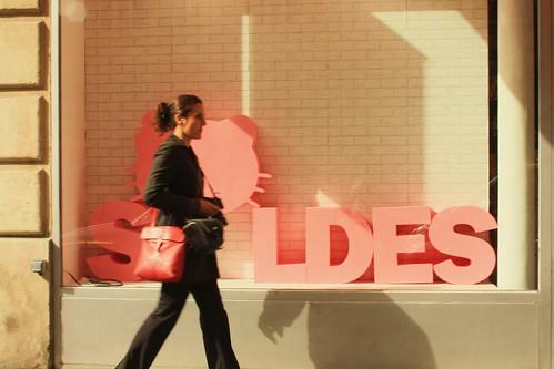 Women walking to French sales in shops