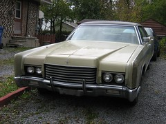 lincoln mark series(0.0), lincoln continental(0.0), coupã©(0.0), automobile(1.0), automotive exterior(1.0), vehicle(1.0), full-size car(1.0), lincoln continental mark v(1.0), antique car(1.0), sedan(1.0), classic car(1.0), land vehicle(1.0), luxury vehicle(1.0),
