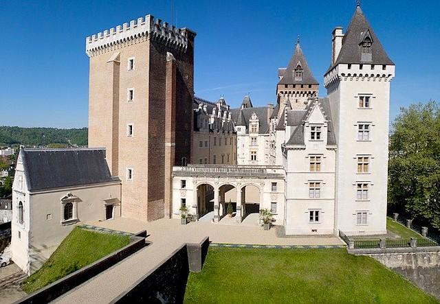 le chateau de pau pyrenees atlantiques france france. Black Bedroom Furniture Sets. Home Design Ideas
