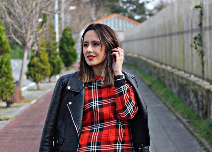 Ichecked_dress-street_style-outfit-zara-black_boots-parfois-black_jacket