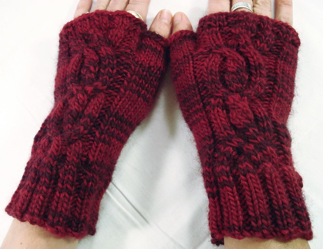 Knitting Fingerless Gloves - Easy Patterns | Spinning Alpaca Yarns