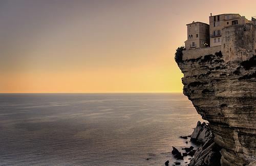 Cité Bonifacio et ses falaises en Corse du sud