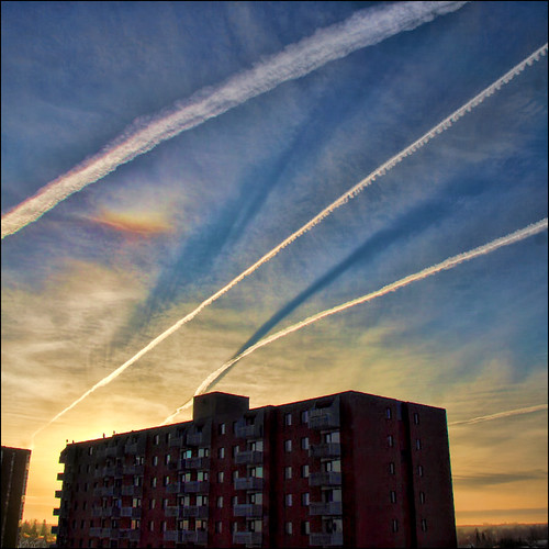 sky canada clouds rainbow contrail shadows ottawa refraction chemtrails digitalcameraclub justclouds aplusphoto viamoi 100commentgroup 劃過天際的絲路