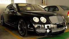 bentley continental supersports(0.0), bentley continental gt(0.0), convertible(0.0), automobile(1.0), automotive exterior(1.0), executive car(1.0), wheel(1.0), vehicle(1.0), automotive design(1.0), bentley continental flying spur(1.0), rim(1.0), bumper(1.0), sedan(1.0), personal luxury car(1.0), land vehicle(1.0), luxury vehicle(1.0), bentley(1.0),