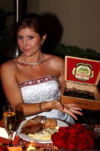 bride with a box of cuban cigars    MG 2861