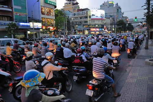 saigon scooter traffic