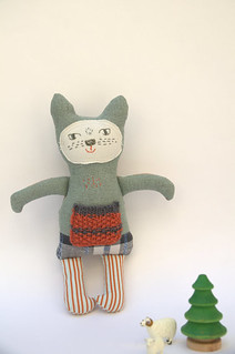Green/grey linen kitty