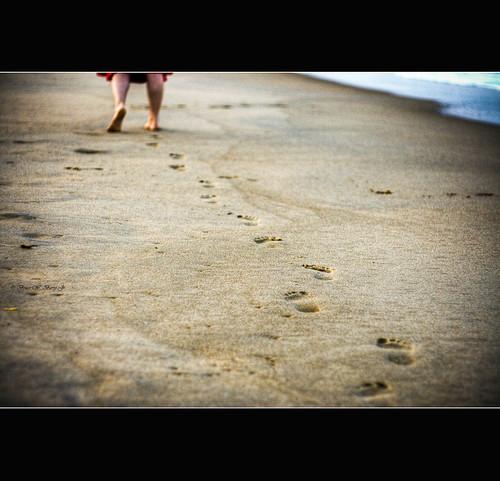 water sand footprints canon350d delaware hdr bethanybeach atcq canon50mmii peoplesinstinctivetravelsandthepathsofrhythm brucewberryjr girlfriendsfeet darthbayne