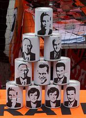 Politiker-Dosenwerfen