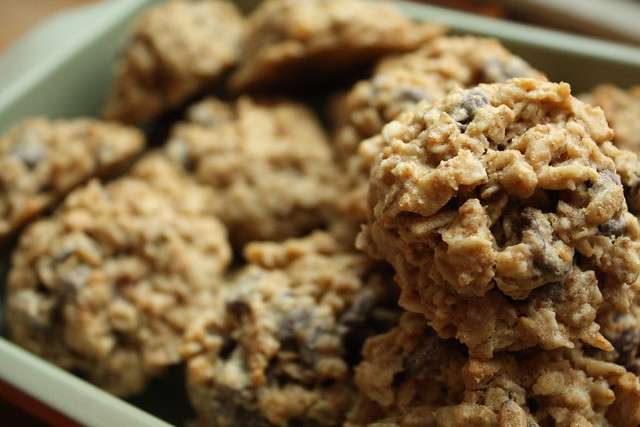 One of my favorite recipes: Homemade Oatmeal Chocolate Chip Cookies. The bonus? It's a whole-grain cookie recipe! Fall Desserts | Healthy After School Snacks For Kids | Easy Desserts