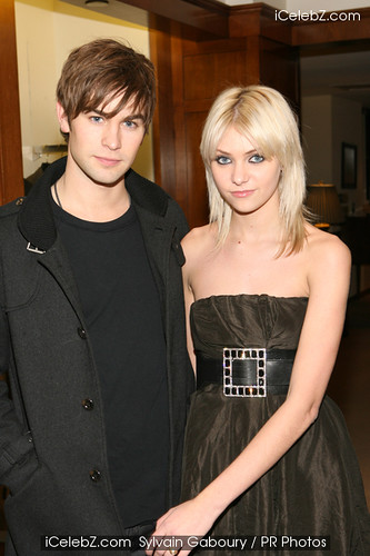 3271128462 0942c6fa15 jpgTaylor Momsen And Chace Crawford Gif