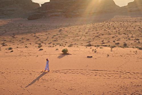voyage trip travel sunset man canon walking geotagged desert wadirum middleeast jordan jordanien bedouin jordanie jordania ירדן giordania ヨルダン moyenorient الأردن jordanië jordânia jórdanía 约旦 jordaania 요르단 ιορδανία iordania йордания иордания jordánsko jordānija jordanija