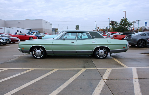 1972 Ford LTD 4-Door Sedan (3 of 9)
