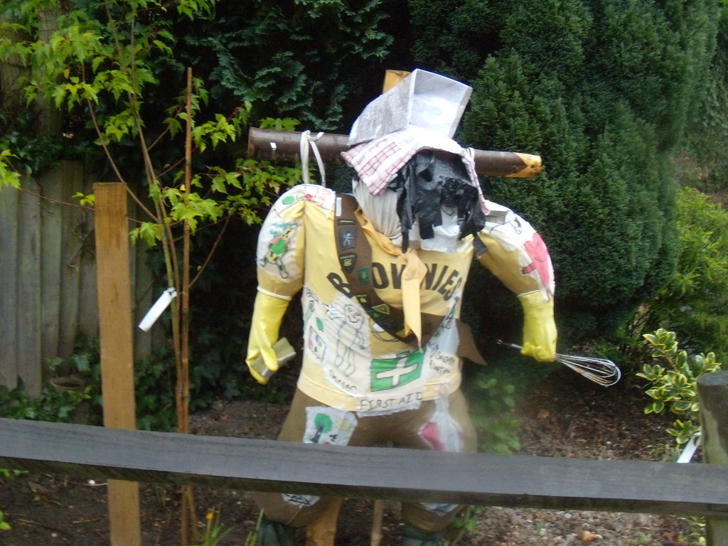Brownie scarecrow, Battle. If this came bob-a-jobbing, I'd hide. Crowhurst to Battle