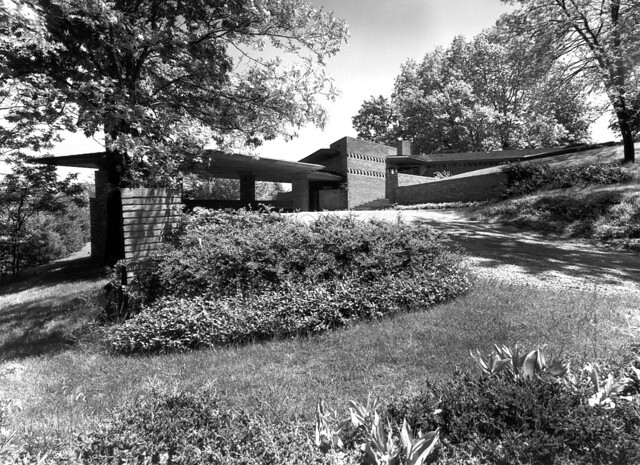 William b and mary shuford palmer house 1951 frank for Frank lloyd wright palmer house