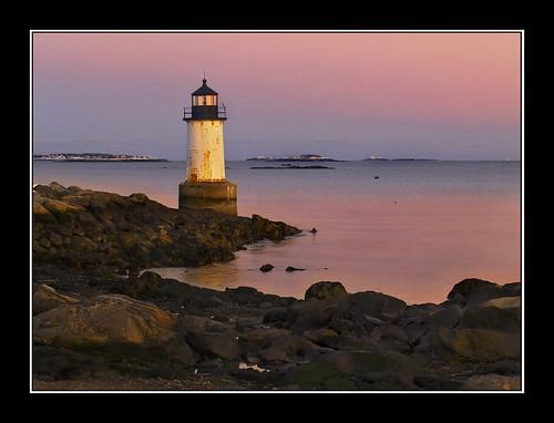 ocean lighthouse coneyisland evening twilight massachusetts tripod peach atlantic northshore sensational salem winterisland olympuse500 oceanshore mywinners winterislandlight amazingamateur fortpickeringlight assunset goldstaraward ubej wbnawnema