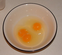 egg(1.0), food(1.0), egg(1.0), egg yolk(1.0),