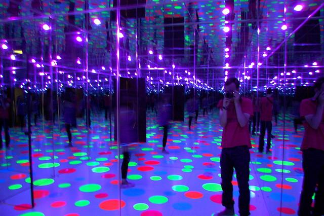 Yayoi Kusama Infinity Dots Mirrored Room 1996 Flickr