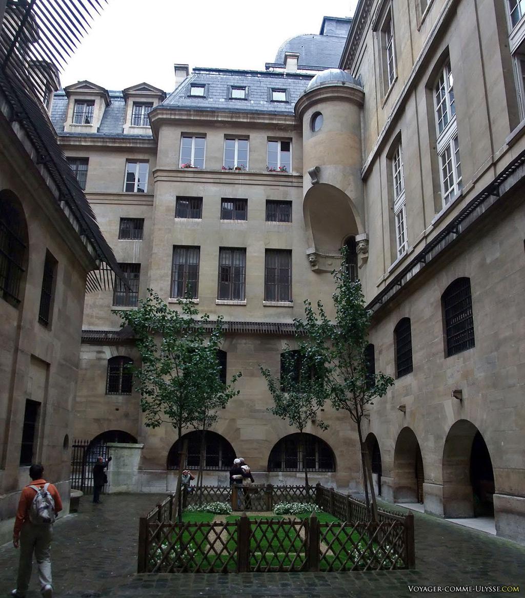 La Cour des Femmes, où les prisonnières venaient faire leur promenade