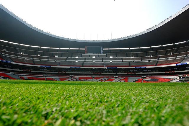 Sobre el terreno de juego estadio azteca flickr photo for Puerta 1 estadio azteca