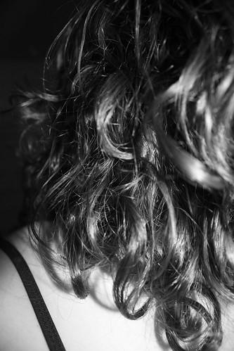 capelli ricci in bianco e nero