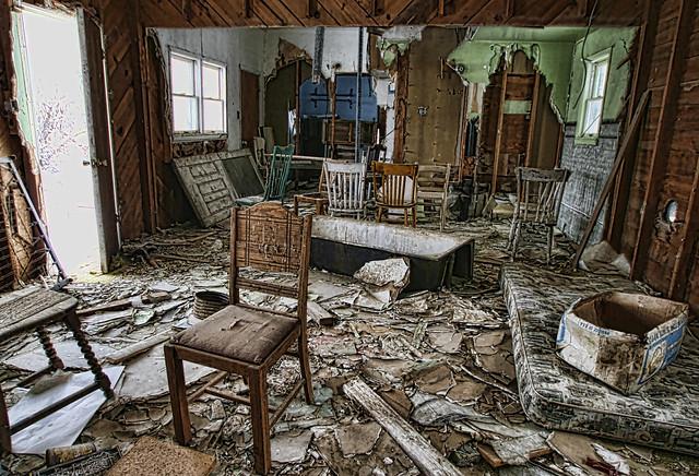 Last Chance motel (sitting room)