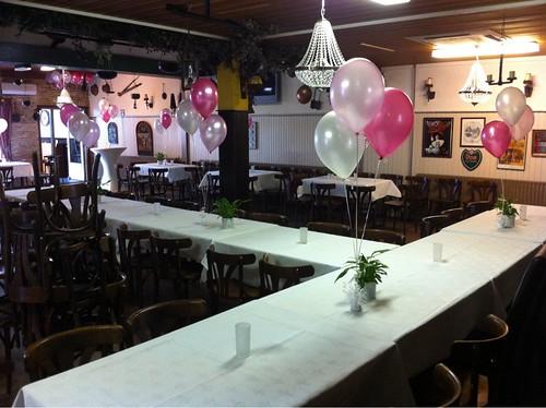Tafeldecoratie 3ballonnen Wit, Roze en Fuchsia Zaal Beatrix Schiedam