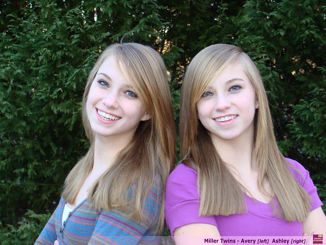 Mom episode 5 mirror image twins avery and ashley miller for Mirror twins