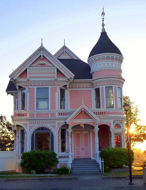 The pink lady queen anne style located on 2nd street for Queen anne victorian homes