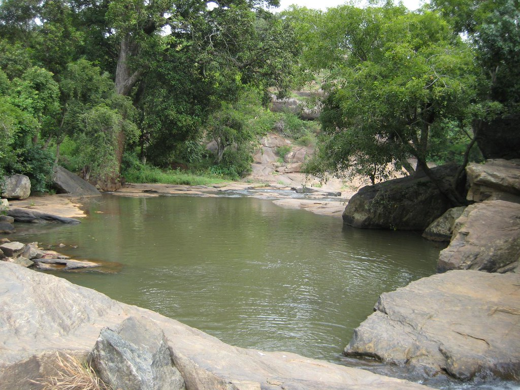 Falls near Arappalleeswarar Temple 1