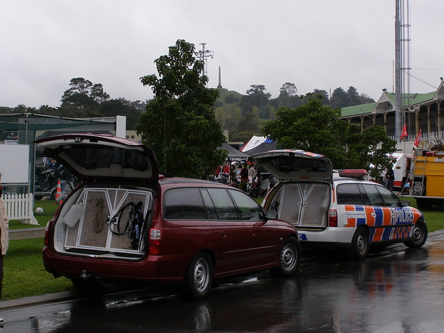 Holden Commodore dog wagons - New Zealand Police