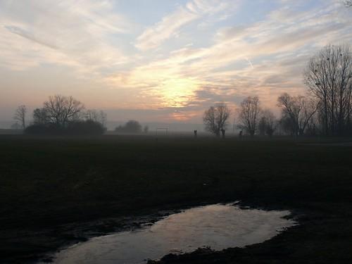 sunset field fog geotagged poland polska pole polen polonia mgla zachód zachod mazowsze kurdwanow mazovia kurdwanów geo:lat=52129431 geo:lon=20248232 gambezia