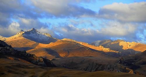 nature tibet 2008 karmapotd nikkor70300mmvr tibetanlandscape storytellingphoto visipix janreurink storytellingphotography བོད། བོད་ལྗོངས། བཀྲ་ཤིས་བདེ་ལེགས། photostoryའདྲ་པརསྒྲུང་།drapardrung