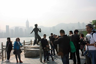 Crowds around the Bruce Lee statue